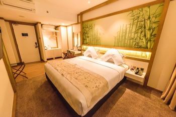 Verse Luxe Hotel Wahid Hasyim Jakarta - Suite Room  Regular Plan