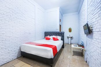 OYO 1424 Guntary Residence Jakarta - Standard Double Room Regular Plan