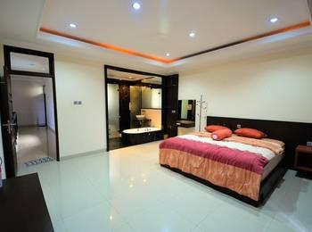 Great House Balikpapan Balikpapan - Deluxe Double Room Only Regular Plan