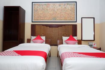 OYO 860 Rajasa Hotel Magelang - Standard Twin Room Regular Plan