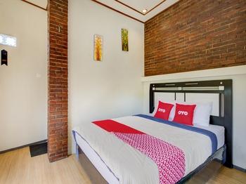 OYO 3470 Villa Dapur Tengger Probolinggo - Deluxe Double Room Regular Plan