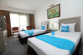 Airy Braga Lembong 21 Bandung - Standard Twin Room with Breakfast Special Promo Aug 28