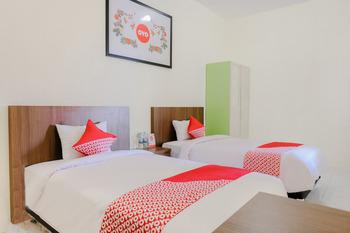 OYO 709 Semampir Residence At Malang Malang - Deluxe Twin Room Regular Plan