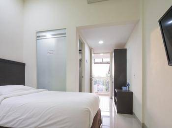 Grand Kebonsari - Guest House & Homestay Syari'ah Surabaya - Deluxe King Regular Plan
