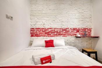 RedDoorz Syariah @ Jl. Cengger Ayam Dalam Malang - RedDoorz Premium Room with Breakfast Regular Plan