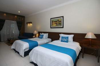 Airy Premier Pulau Samosir 9 Parapat Samosir - Suite Twin Room with Breakfast Special Promo Sep 42