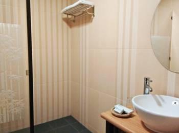 Arsela Hotel Pangkalan Bun Kotawaringin Barat - Deluxe twin bed (2 bed) Regular Plan