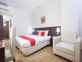 RedDoorz Plus @ Surabaya City Center Surabaya - RedDoorz Room Pegipegi Special Promotion