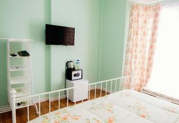 Sweet Peach House Lombok - Green Room or Purple Room Regular Plan