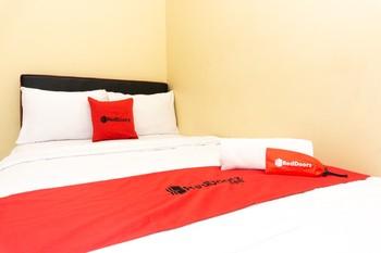 RedDoorz @ MT Haryono Street Waingapu Pulau Sumba - RedDoorz Room Basic Deals Promotion