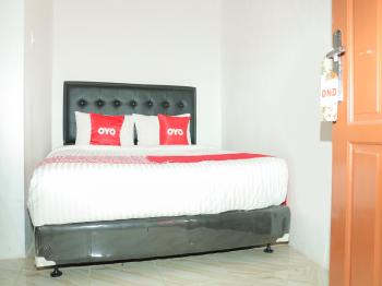 OYO 1995 Dream Padang - Standard Double Room Big Deals