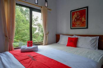 RedDoorz @ Wisma Putra Jaya Kaliurang Jogja - RedDoorz Deluxe Room Best Deal