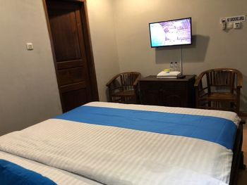 Istana Griya 2 Hotel Solo - Deluxe Double Room Only Regular Plan