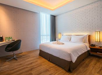 Luminor Hotel Surabaya - Deluxe Executive Room Last Minute Deal