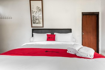RedDoorz @ Mega Indah Villa Estate G16 Bogor - RedDoorz Room with Breakfast Regular Plan