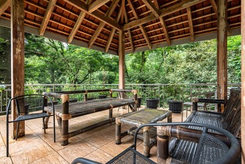 RedDoorz @ Mega Indah Villa Estate G16