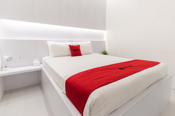 RedDoorz Hostel @ Uno Capsule Medan Medan - RedDoorz Queen Bed in Dormitory Room Regular Plan