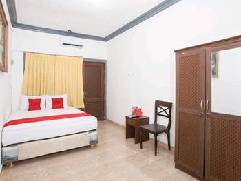 RedDoorz near Mall Ciputra World Surabaya Surabaya - RedDoorz Room Kurma Deal