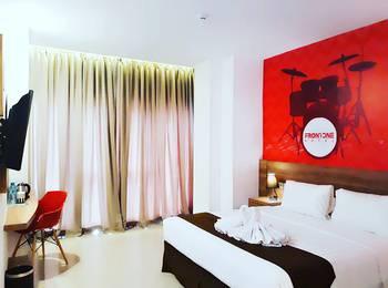 Front One Hotel Pamekasan Madura Madura - Deluxe King  Regular Plan