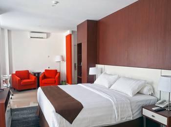 Front One Hotel Pamekasan Madura Madura - Suite Room with Breakfast Regular Plan