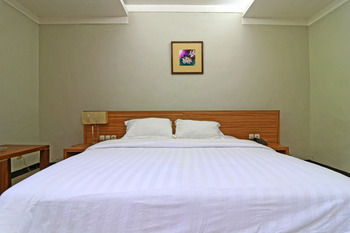Hotel Sampaga Banjarmasin - Deluxe Room Minimum Stay 42%