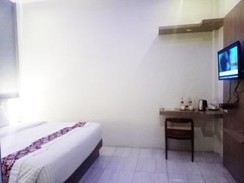 Hotel Sankita Syariah Guci Tegal - Bugenfill Deluxe Double Room Regular Plan