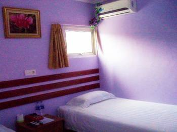 Tinggal Standard at Jalan Batu Ceper Jakarta - Deluxe Room Romantic Stay - 50%