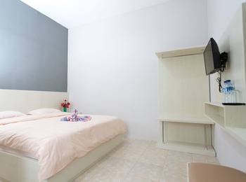 Batuque Town Villa 2 Malang - Superior King Room Only Low Rate