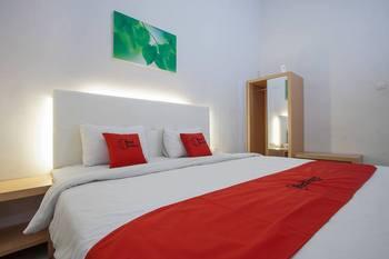 RedDoorz Plus @ Idjen Boulevard Malang Malang - RedDoorz Premium Room Last Minute
