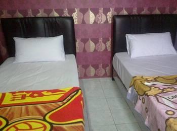 K77 Guest House Medan Medan - Quadrupple Room With Shared Bathroom Regular Plan