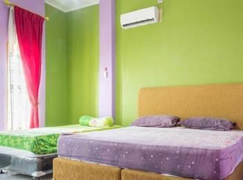 K77 Guest House Medan Medan - Family Room With Shared Bathroom Regular Plan
