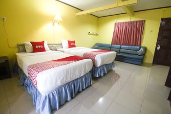 OYO 3104 Wisata Hotel Ambon - Deluxe Twin Room Basic Deal