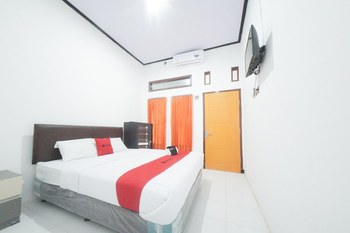 RedDoorz Syariah near Mall Roxy Banyuwangi 2 Banyuwangi - RedDoorz Premium Room with Breakfast Regular Plan