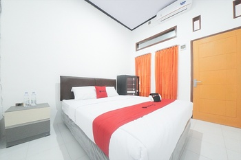 RedDoorz Syariah near Mall Roxy Banyuwangi 2 Banyuwangi - RedDoorz Room Basic Deals Promotion