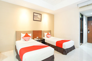 OYO 242 New Grand Park Hotel Surabaya - Standard Twin Pegi Pegi special promotion
