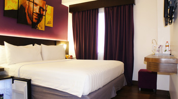 Fame Hotel Serpong - Deluxe Room With Breakfast Last Minute
