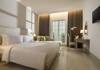 Hotel Santika Seminyak - Deluxe Room King Balcony with Day Bed Min 3 Nights Stay Regular Plan