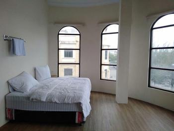 RedDoorz @ Komplek MMTC Deli Serdang Deli Serdang - RedDoorz Room Best Deal