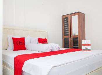 RedDoorz near Telkom Corporate University Bandung - RedDoorz Room Kurma Deal
