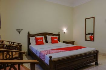 OYO 1803 Hotel Sarangan Permai Madiun - Deluxe Double Room Last Minute