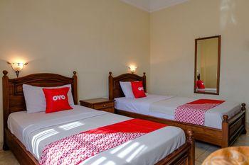 OYO 1803 Hotel Sarangan Permai Madiun - Deluxe Twin Room Promotion