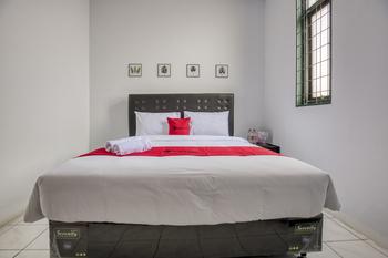 RedDoorz Plus near Jakarta Kota Station Jakarta - RedDoorz Room with Breakfast Regular Plan