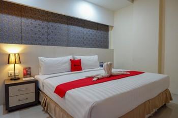 RedDoorz Plus near Hotel Benua Kendari Kendari - RedDoorz Superior Room Basic Deals
