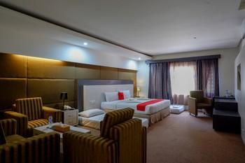 RedDoorz Plus near Hotel Benua Kendari Kendari - RedDoorz Family Room Basic Deals