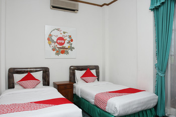 OYO 392 hotel mawar saron Yogyakarta - Standard Twin Room Regular Plan
