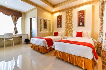 RedDoorz Plus near Discovery Shopping Mall Bali Bali - RedDoorz Deluxe Twin Room Regular Plan