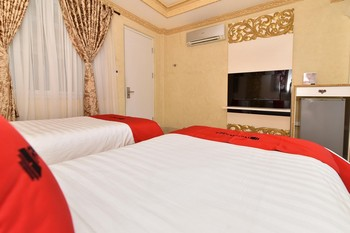 RedDoorz Plus near Discovery Shopping Mall Bali Bali - RedDoorz Premium Twin with Breakfast Regular Plan