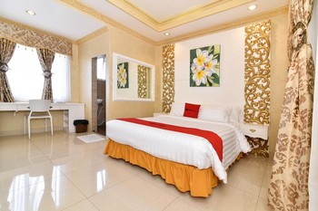 RedDoorz Plus near Discovery Shopping Mall Bali Bali - RedDoorz Deluxe Room Last Minute Deal