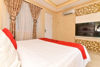 RedDoorz Plus near Discovery Shopping Mall Bali Bali - RedDoorz Room with Breakfast Regular Plan
