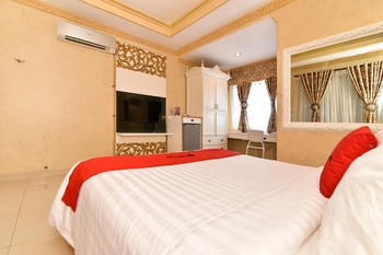 RedDoorz Plus near Discovery Shopping Mall Bali Bali - RedDoorz Deluxe Room with Breakfast Regular Plan